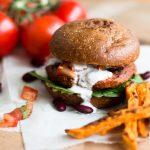 Sommerzeit ist Burgerzeit – Unser vegetarischer Smokey Bean Fitnessburger